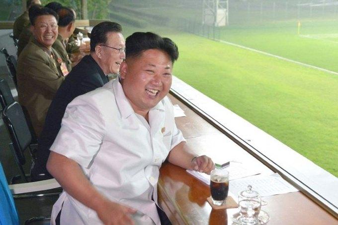 Ким Чен Ын нелегально покажет матчи Английской премьер-лиги. Изображение № 1.