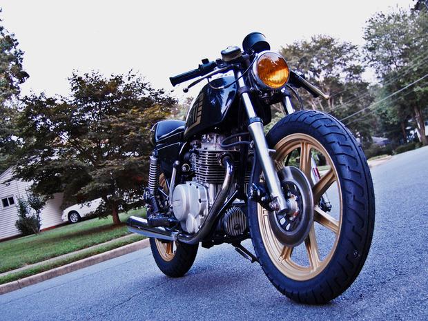 Американская мастерская MotoHangar выпустила каферейсер Yamaha XS400. Изображение № 11.