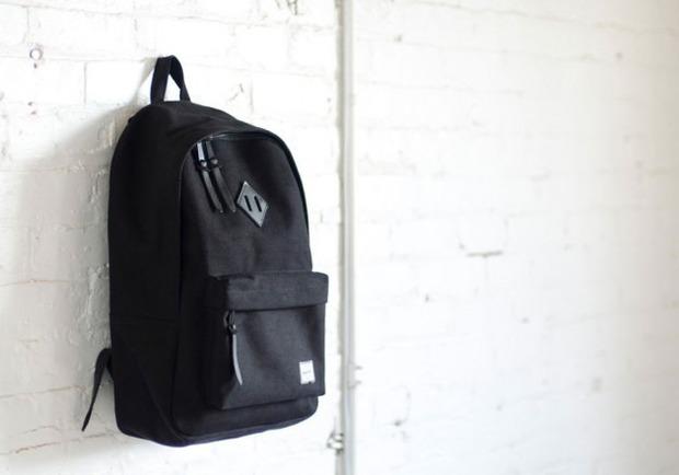 Канадская марка Herschel выпустила новую коллекцию рюкзаков линейки Holiday. Изображение №6.