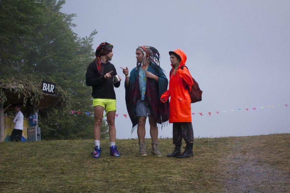 Фотопроект: Как британцы бегут от цивилизации на фестиваль в лесах Болгарии. Изображение № 2.