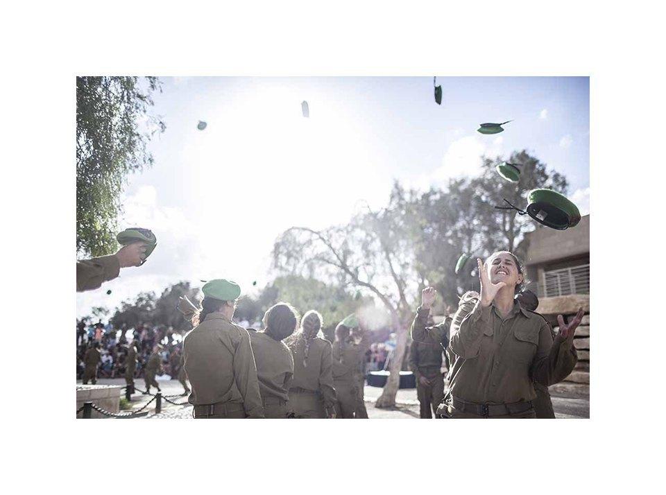 Фотопроект: Как служат женщины в армии Израиля. Изображение № 23.