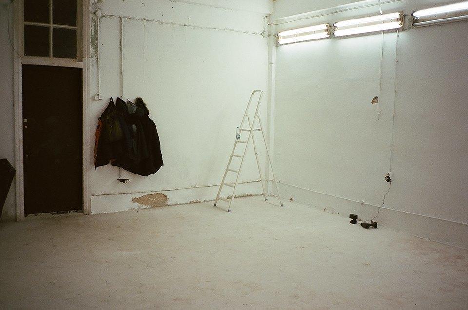 Фоторепортаж: Как мы сделали ремонт в мастерской силами редакции. Изображение № 42.