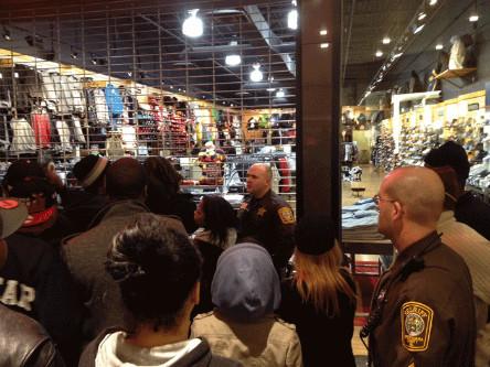 Выпуск кроссовок Air Jordan вызвал массовые беспорядки в магазинах. Изображение № 2.