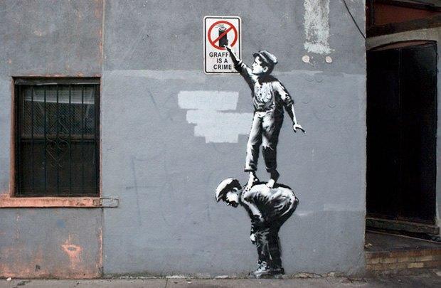 Неизвестные закрасили граффити Бэнкси . Изображение № 1.