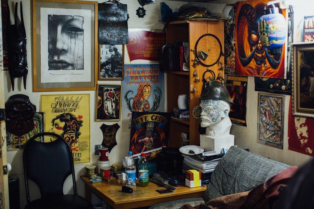 Татуировщик Дмитрий Захаров об одной из самых больших коллекций тату-машинок в Европе. Изображение № 16.