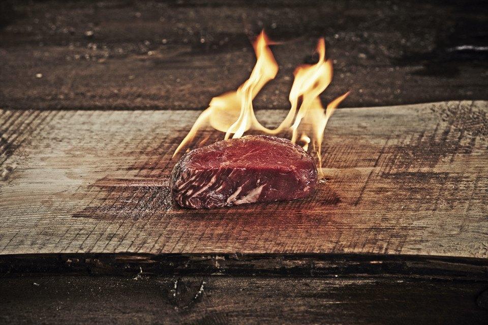Открыть огонь: Говяжьи стейки среди языков пламени. Изображение № 3.