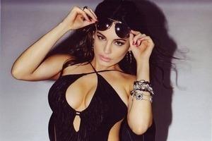 Актриса и модель Келли Брук снялась в рекламе собственной линейки нижнего белья. Изображение № 6.