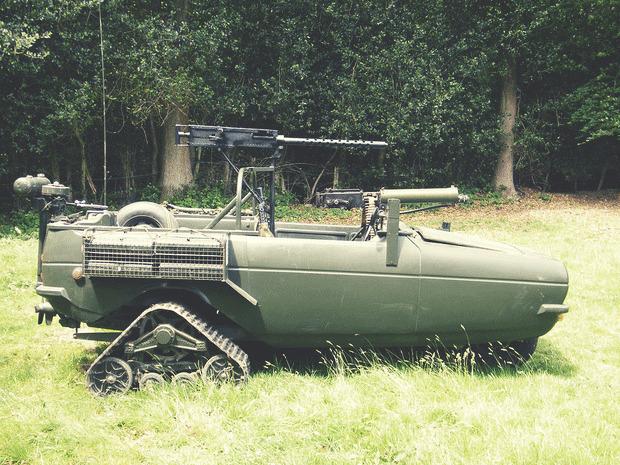 Англичанин переделал трехколесный автомобиль в боевой внедорожник. Изображение № 2.