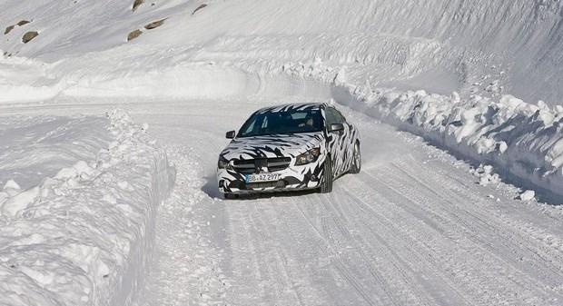 Mercedes показали новый закамуфлированный спортивный седан. Изображение № 6.