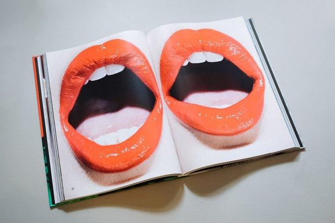 Вышла книга о красоте с фотографиям Хлои Севиньи и Адрианы Лимы. Изображение № 3.