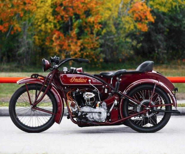 На аукционе Bonhams выставлен на продажу мотоцикл Стива Маккуина Indian Big Chief 1923 года. Изображение № 3.