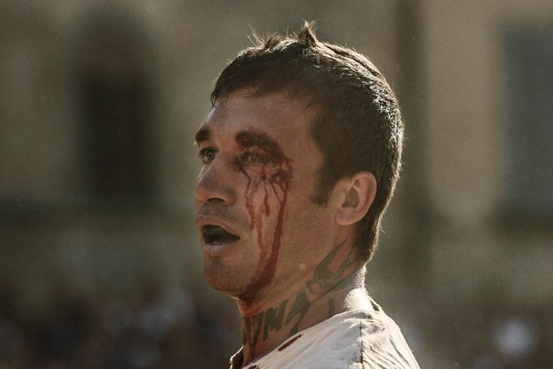 Как выглядит самая кровожадная разновидность футбола —кальчо флорентино. Изображение № 34.