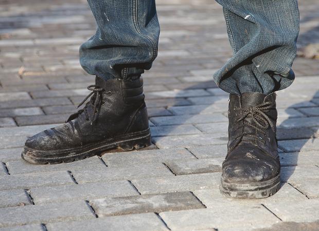 Рабочие ботинки: В чем трудятся московские сварщики, строители и маляры. Изображение № 4.
