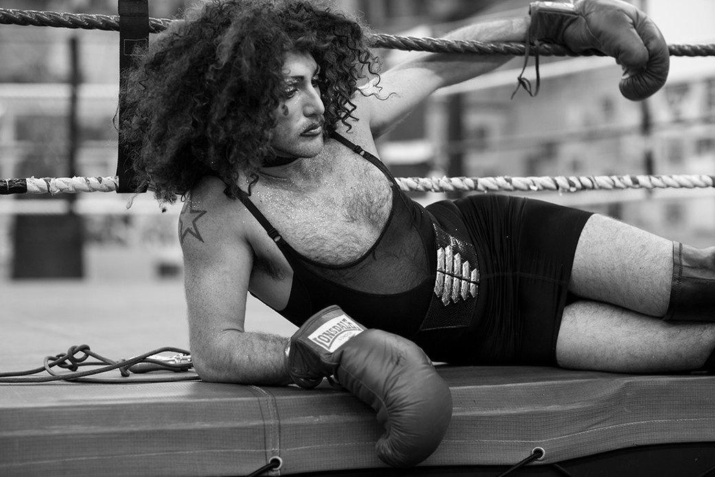 Фотопроект: Трансвеститы оккупируют боксёрский клуб в Лондоне. Изображение № 4.