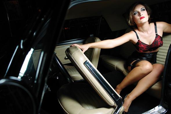 GIRLS AND LEGENDARY AMERICAN CARS. Изображение № 27.