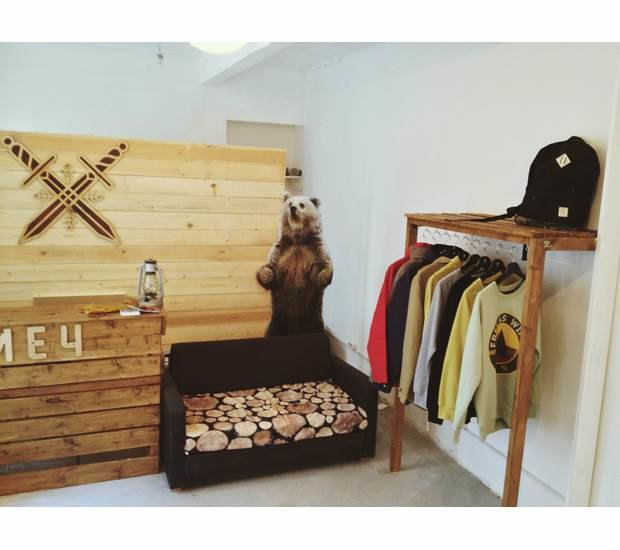 Марка уличной одежды «Меч» открыла новый магазин и выпустила лукбук. Изображение № 1.