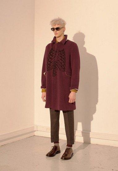 Марка Undercover опубликовала лукбук осенней коллекции одежды. Изображение № 2.