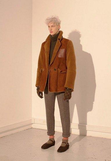Марка Undercover опубликовала лукбук осенней коллекции одежды. Изображение № 9.