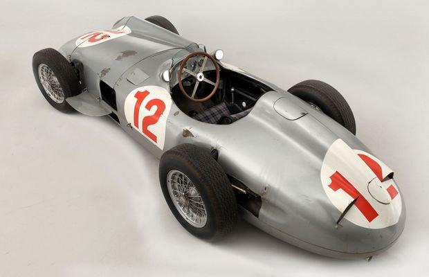 Самый дорогой болид «Формулы-1» в истории ушел с молотка. Изображение № 4.