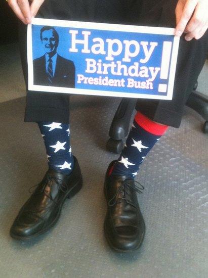 Американцы поздравили бывшего президента цветными носками. Изображение № 20.