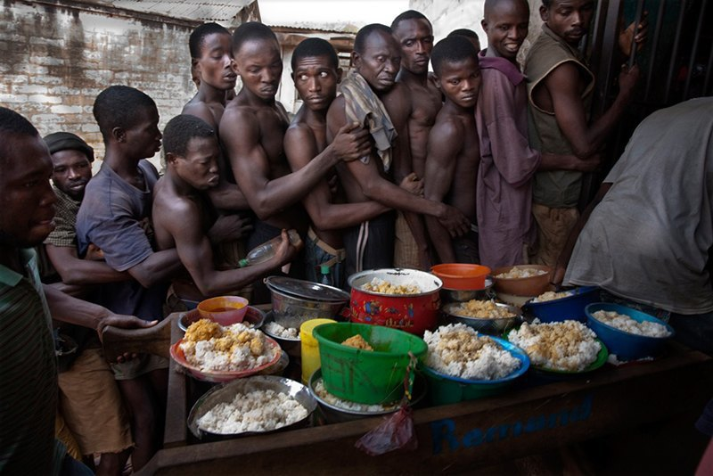 Как подростки Сьерра-Леоне годами живут в тюрьме в ожидании суда по их делу. Изображение № 16.