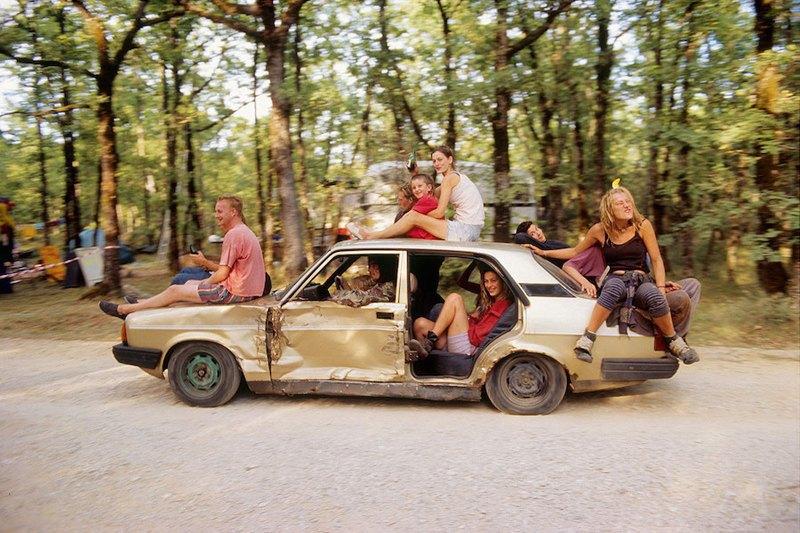 Бесконечное лето: Кочевая жизнь рейверов 1990-х. Изображение № 5.