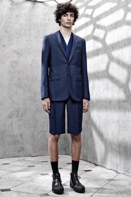 Французский бренд Balenciaga опубликовал лукбук новой коллекции. Изображение № 7.