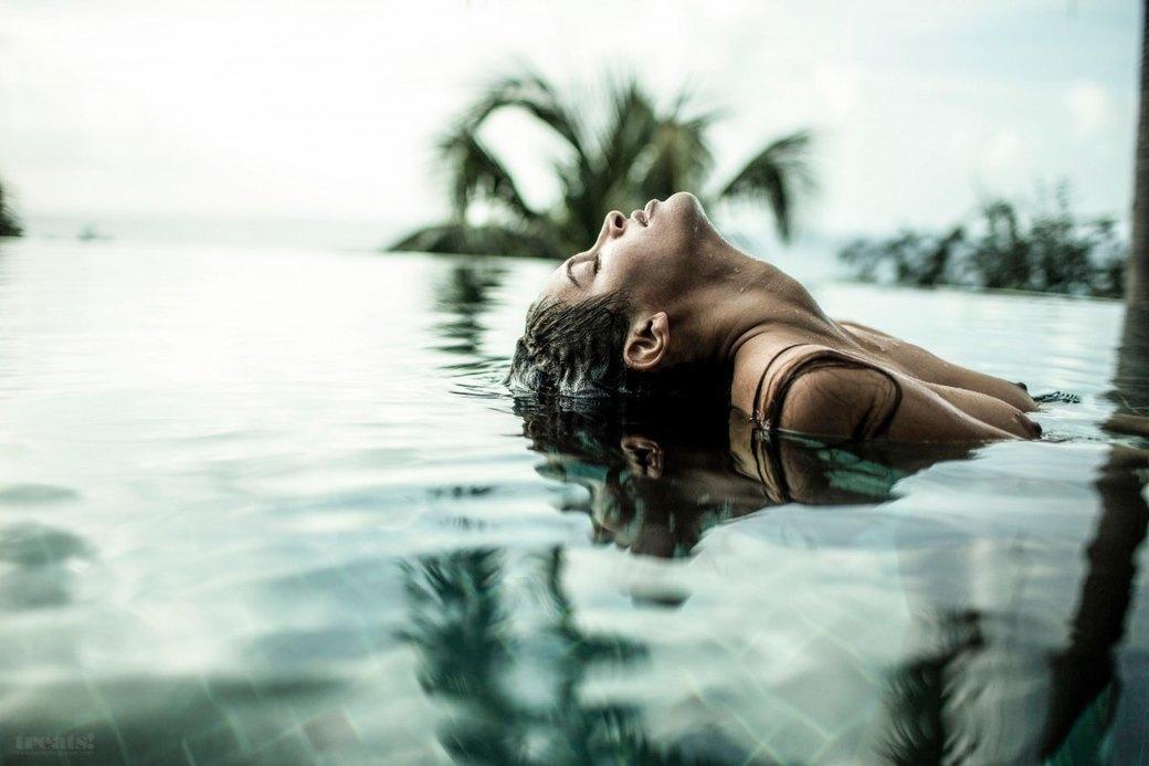 Джеймс Расселл сфотографировал американскую модель Алексу Кейр для нового номера журнала Treats!. Изображение № 4.