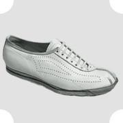 Первая модель теннисных кроссовок производства братьев Дасслер, 1931. Изображение №40.