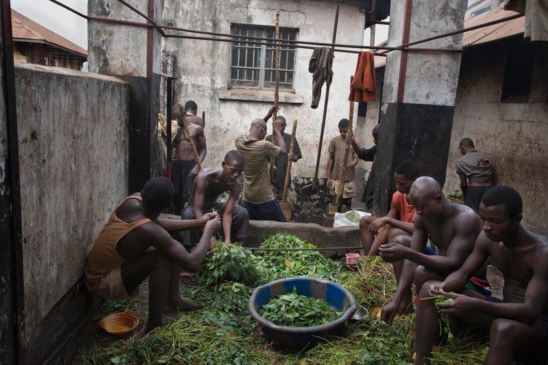 Как подростки Сьерра-Леоне годами живут в тюрьме в ожидании суда по их делу. Изображение № 13.