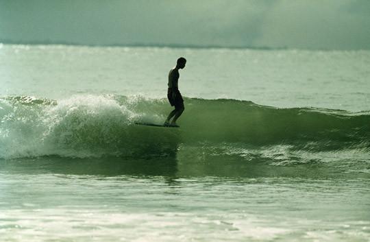 В Германии издали книгу «Surfers' Blood» —более ста фотографий, посвященных серфингу. Изображение № 7.