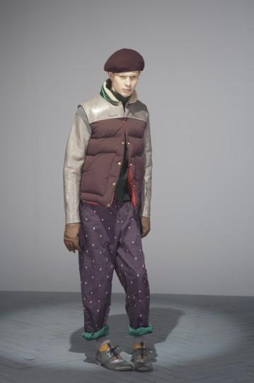 Японская марка Undercover выпустила лукбук осенней коллекции одежды. Изображение № 16.