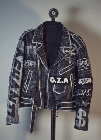 Дизайнер Джеймс Джират выпустил коллекцию рэп-атрибутики в рокерском стиле. Изображение № 1.
