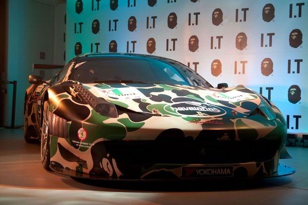 Ferrari совместно с маркой A Bathing Ape представили камуфляжную версию своего суперкара. Изображение № 6.