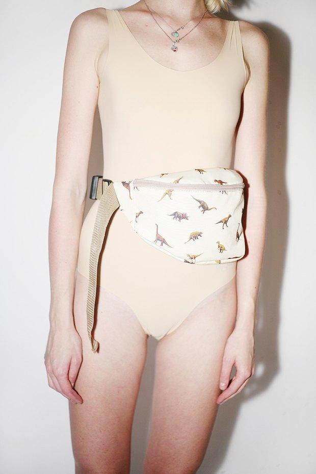 Дизайнер Никита Грузовик и художник Flakonkishochki выпустили новую коллекцию сумок. Изображение № 13.