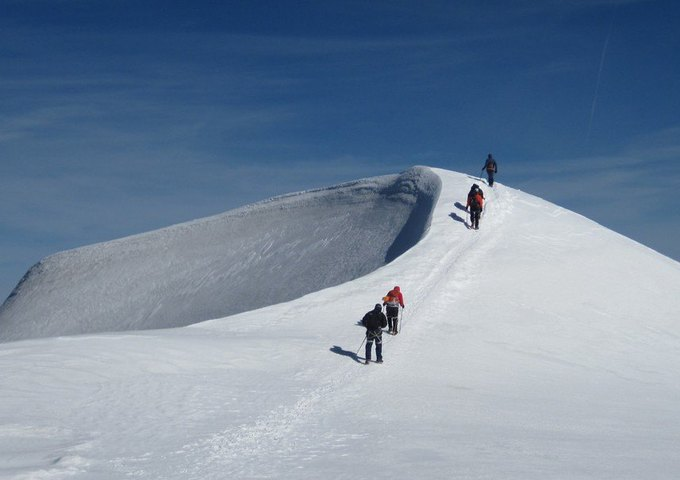 У альпиниста украли ботинки на высоте около 4000 метров. Изображение № 1.