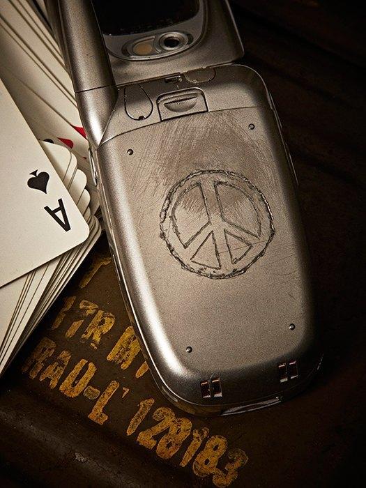 Killing for Peace: Гравировки на телефонах американских солдат. Изображение № 3.