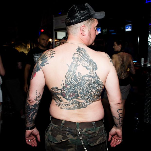 Разговоры за спиной: Обладатели «забитых» спин рассказывают о сюжетах своих татуировок. Изображение №4.