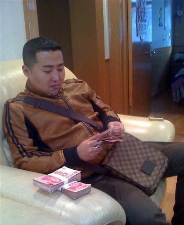 Китайский бандит потерял телефон с коллекцией личных фото: смотрим и обсуждаем. Изображение № 9.