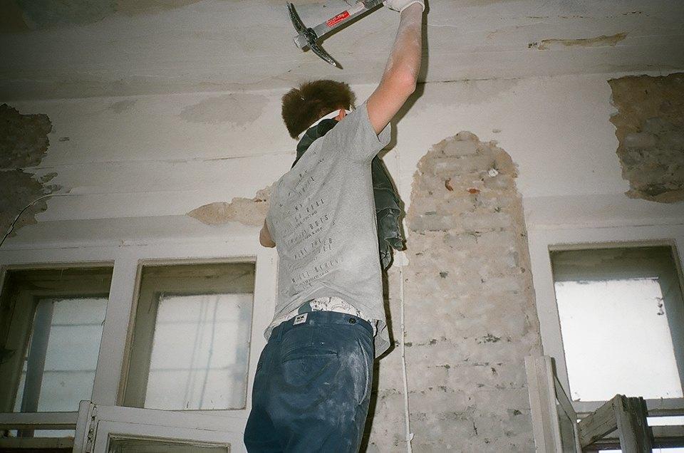 Фоторепортаж: Как мы сделали ремонт в мастерской силами редакции. Изображение № 24.
