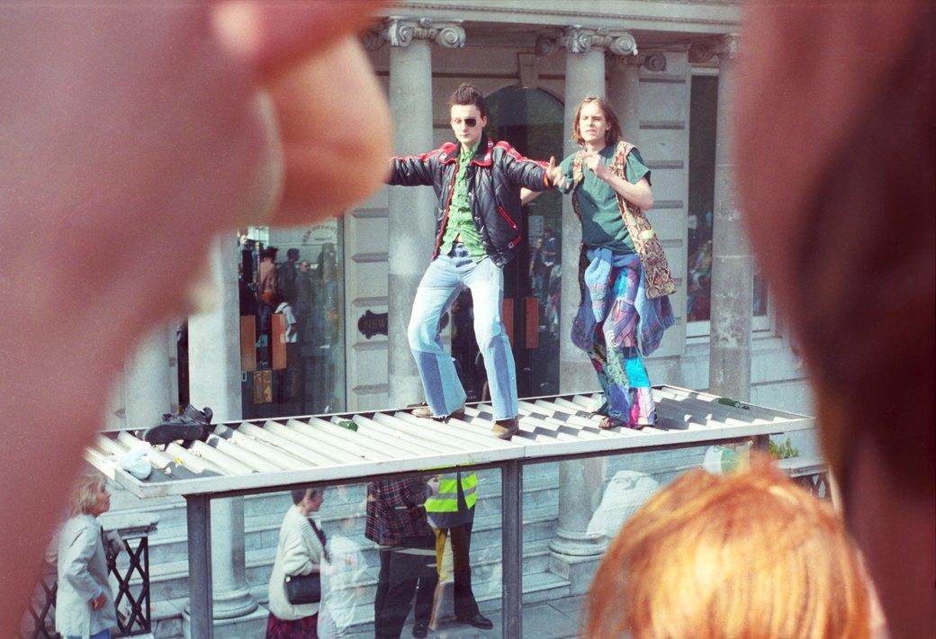 C рейва на митинг: Фотохроника британских free parties и попыток отстоять их перед властями. Изображение № 10.