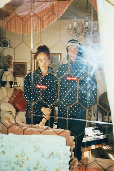 Марки Supreme и Comme des Garсons Shirt выпустили лукбук совместной коллекции одежды. Изображение № 5.