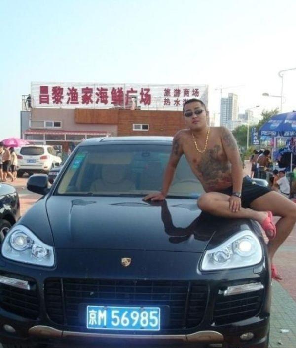 Китайский бандит потерял телефон с коллекцией личных фото: смотрим и обсуждаем. Изображение № 5.