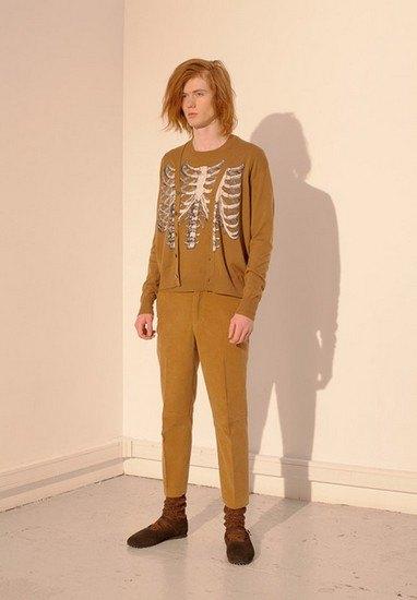Марка Undercover опубликовала лукбук осенней коллекции одежды. Изображение № 4.