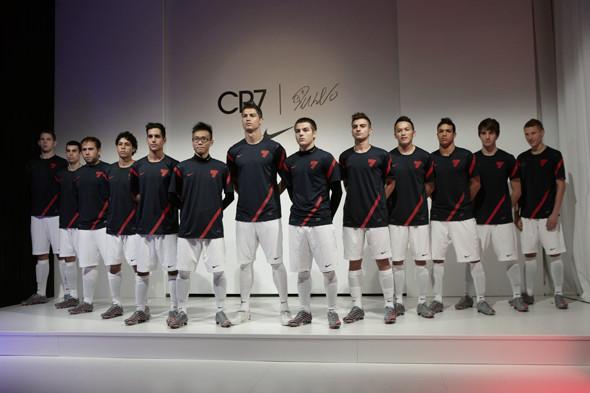 Коллекция одежды Криштиану Роналду и интервью со знаменитым футболистом. Изображение № 19.