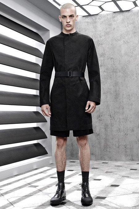 Французский бренд Balenciaga опубликовал лукбук новой коллекции. Изображение № 17.