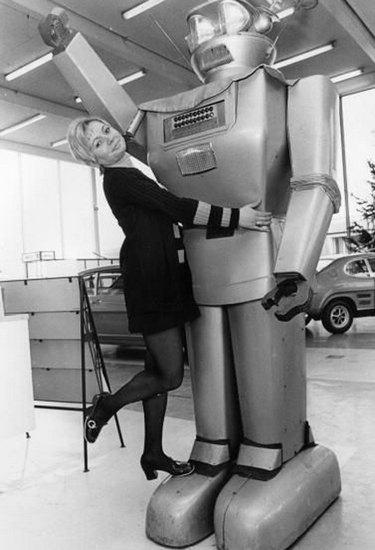 Человекоподобный робот 1957 года уйдет с молотка. Изображение № 2.