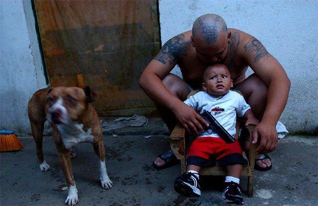 8 фотографов, исследовавших мир уличных банд. Изображение № 21.