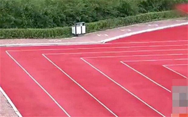 В Китае из-за спешки сделали стадион с прямоугольными беговыми дорожками. Изображение № 1.
