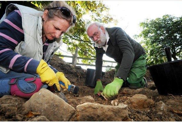 Английские археологи нашли пару, 700 лет держащуюся за руки . Изображение № 3.